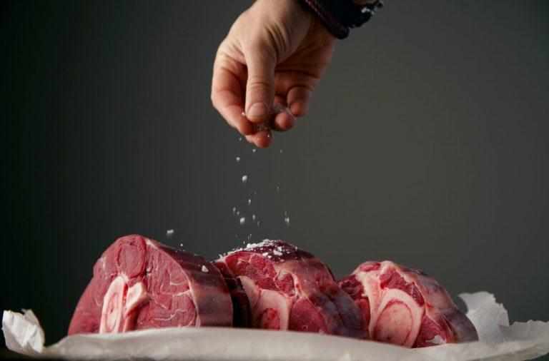 """Il grasso """"buono"""" della carne che mangiamo. Dove sta e perché ci fa bene"""